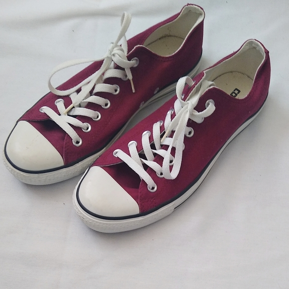 Converse| Burgundy Size 10 Men